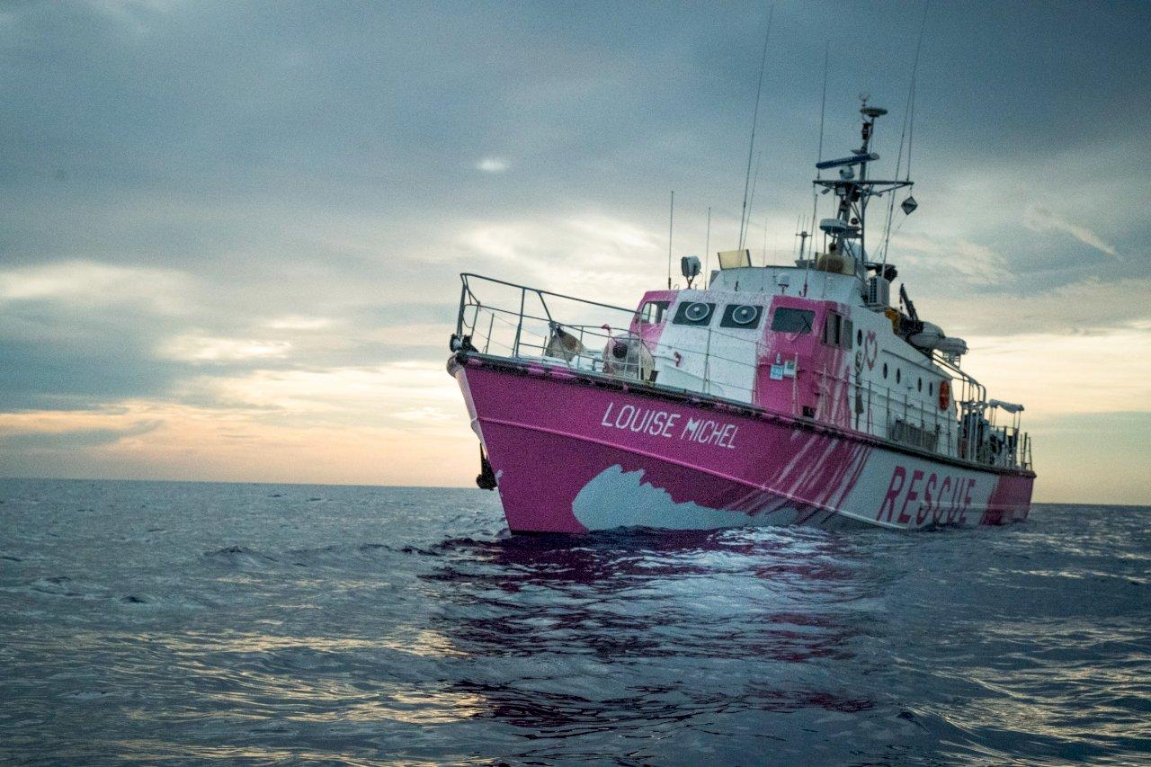 塗鴉藝術家班克西出資移民救援船擱淺 義大利馳援