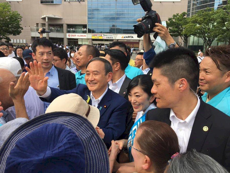 也是「緊急事態」!令和大叔菅義偉首相下台 能否挽救自民黨大選頹勢?