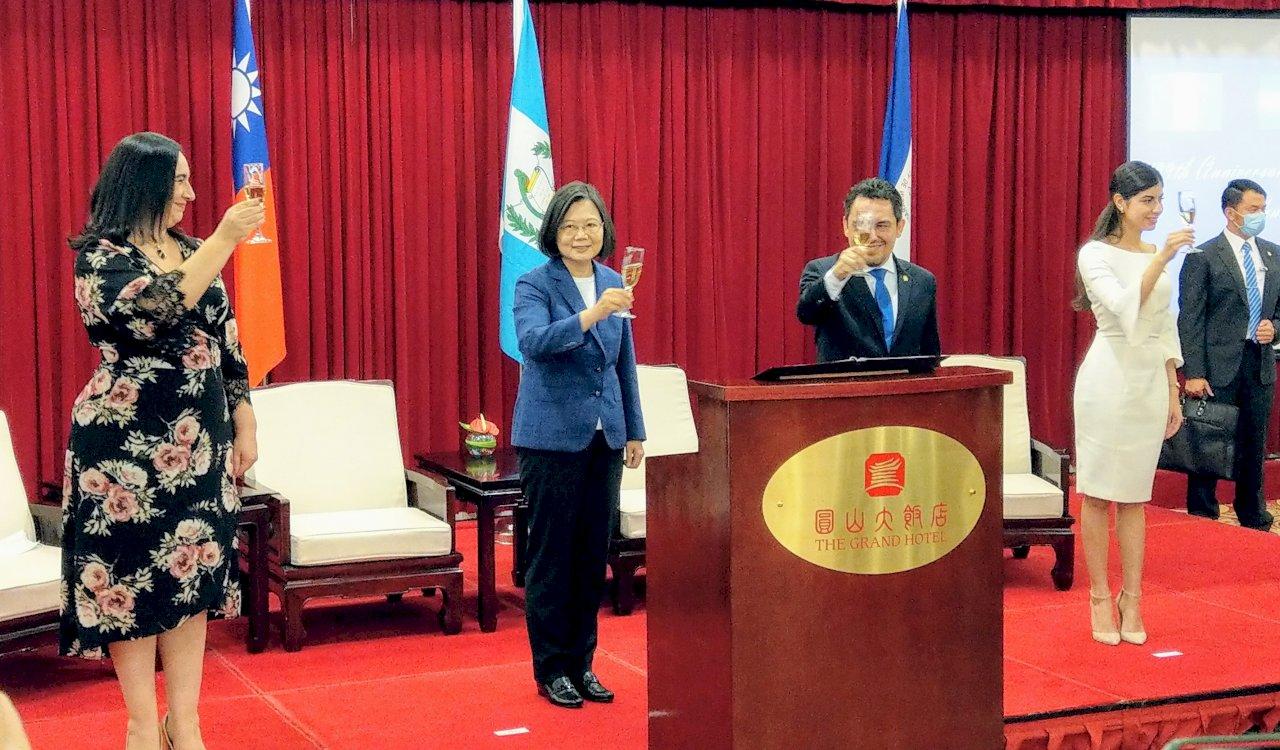 總統:不向外來壓力低頭 台灣會透過各種形式與國際分享自由