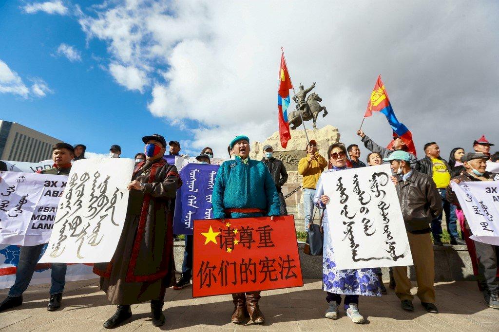 內蒙強推漢語教材 蒙古國首都百人抗議王毅到訪