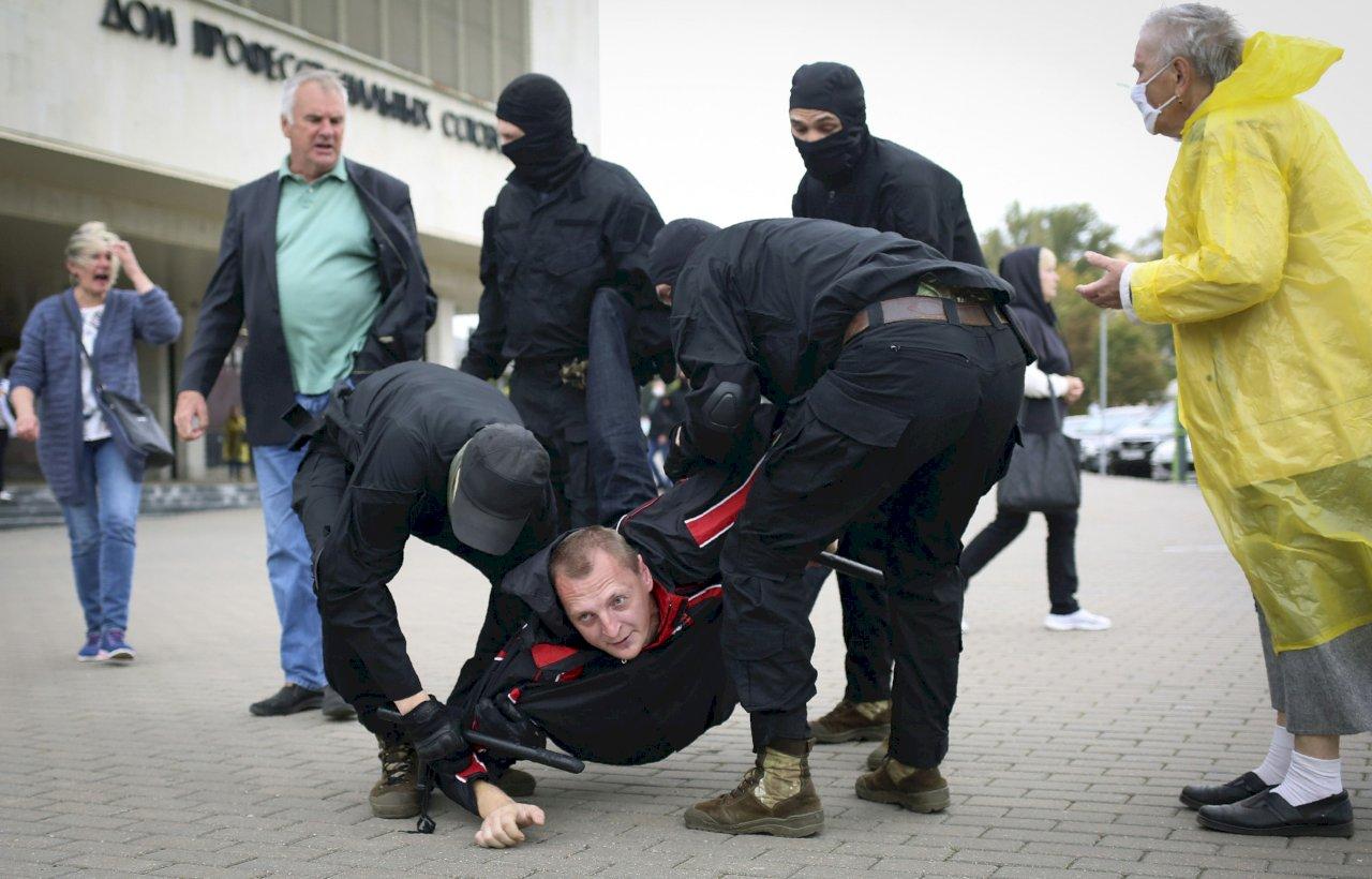 白俄羅斯再現大規模示威 數萬人上街要總統下台