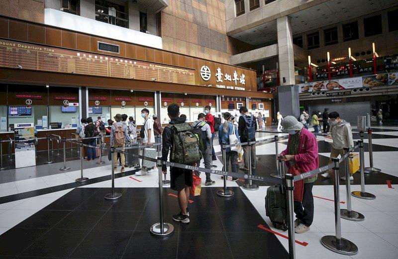 台鐵首推早鳥票 12月起45班自強號限量6或8折