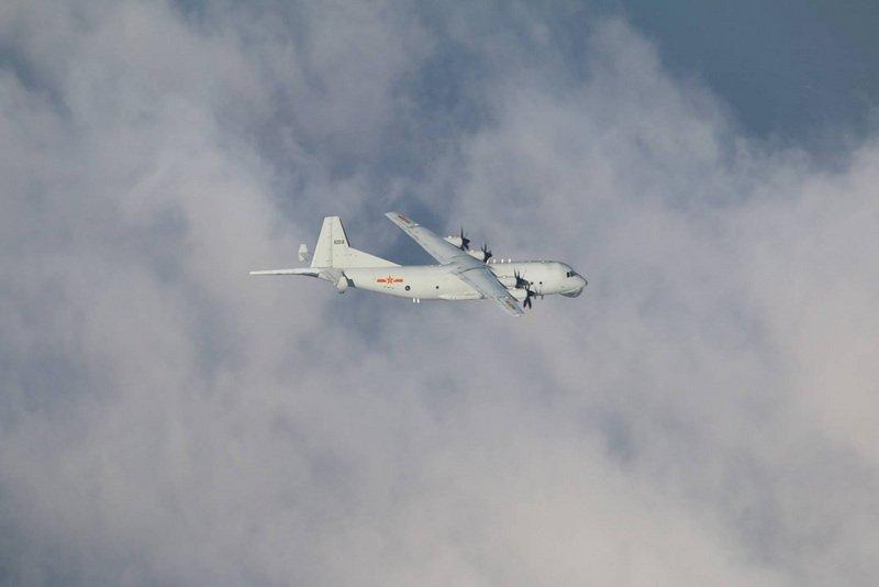 共軍運8反潛機擾台 國軍防空飛彈追蹤監控