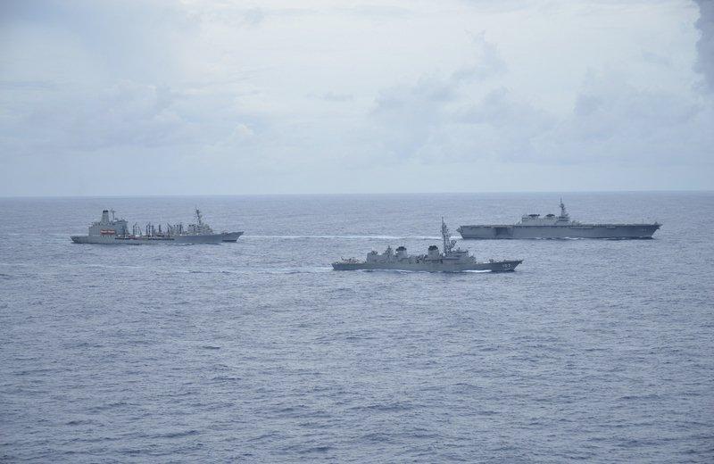 美日軍艦南海聯合演習 加賀號攜手馬侃號