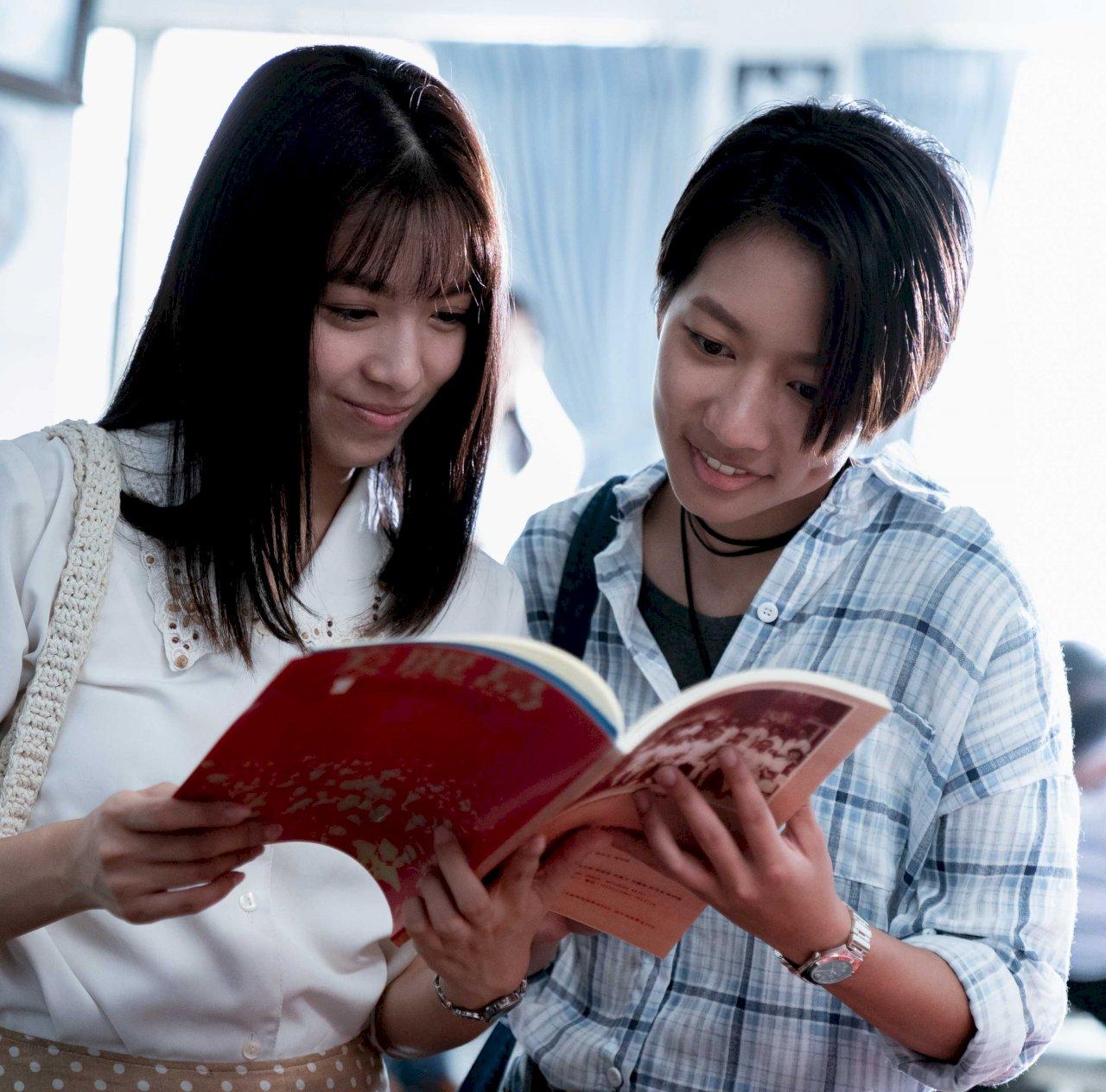 陳妤演公視台語台《芎蕉園的秘密》剪短髮與劉倩妏談情說愛