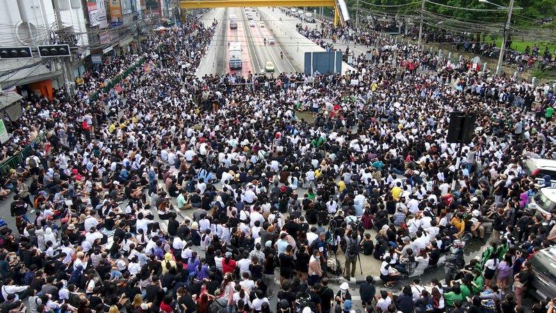 無領袖去中心化的泰國學運 網路科技成動員利器