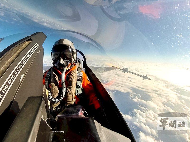 捍衛領空 F-16戰機操演空對空實彈射擊(影音)