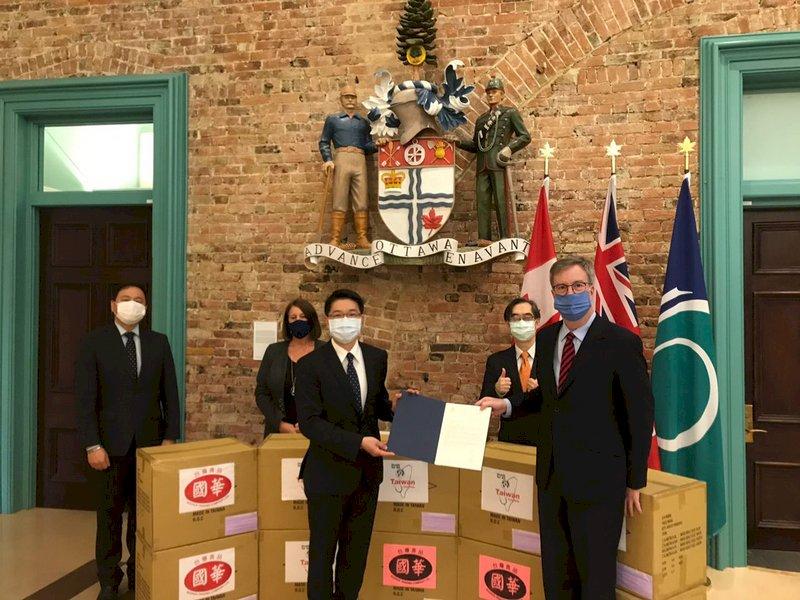 加拿大台商自發捐口罩 渥太華市長感謝台灣