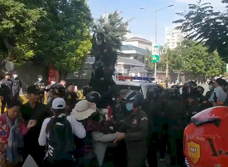 柬埔寨民眾抗議中國設軍事基地 與警方爆發衝突