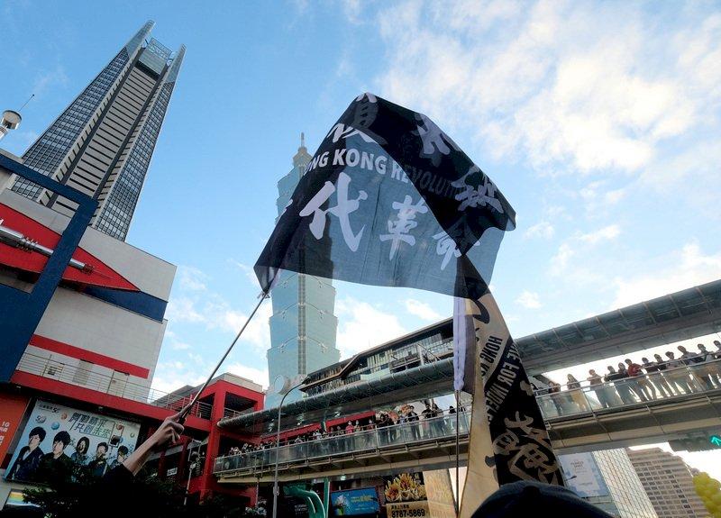 逃出來的香港抗爭者,自由了嗎?