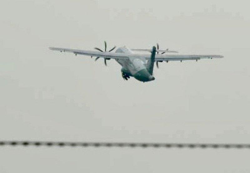 海巡東沙軍包機補飛成功 順利載運人員與物資往返