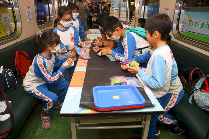 ASML打造光學車廂 推廣台灣科普教育