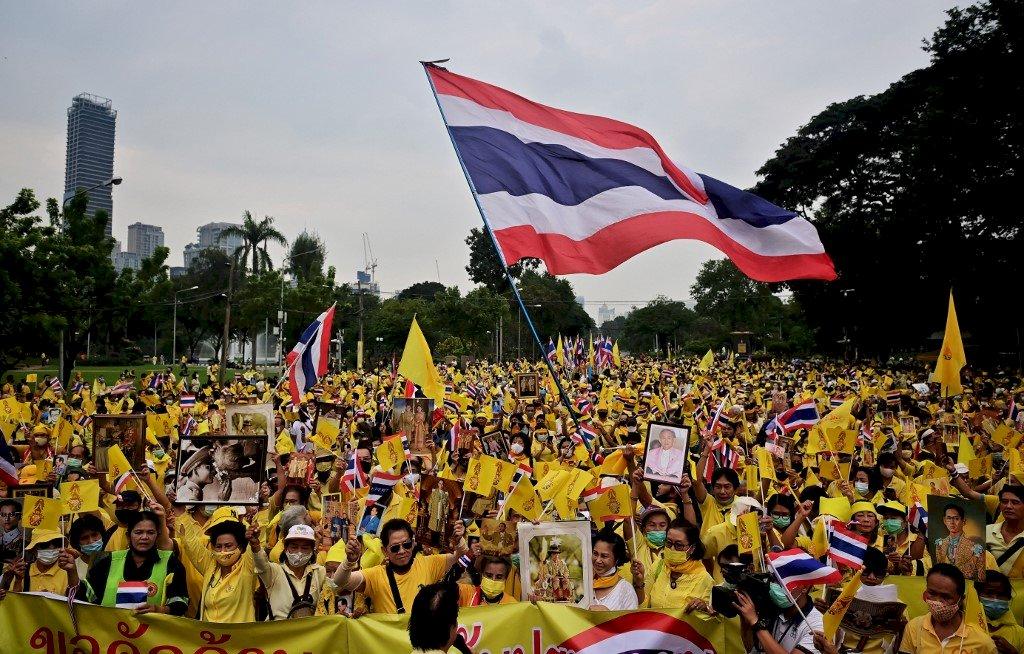 泰國千名黃衫軍曼谷遊行 力挺國王瓦吉拉隆功