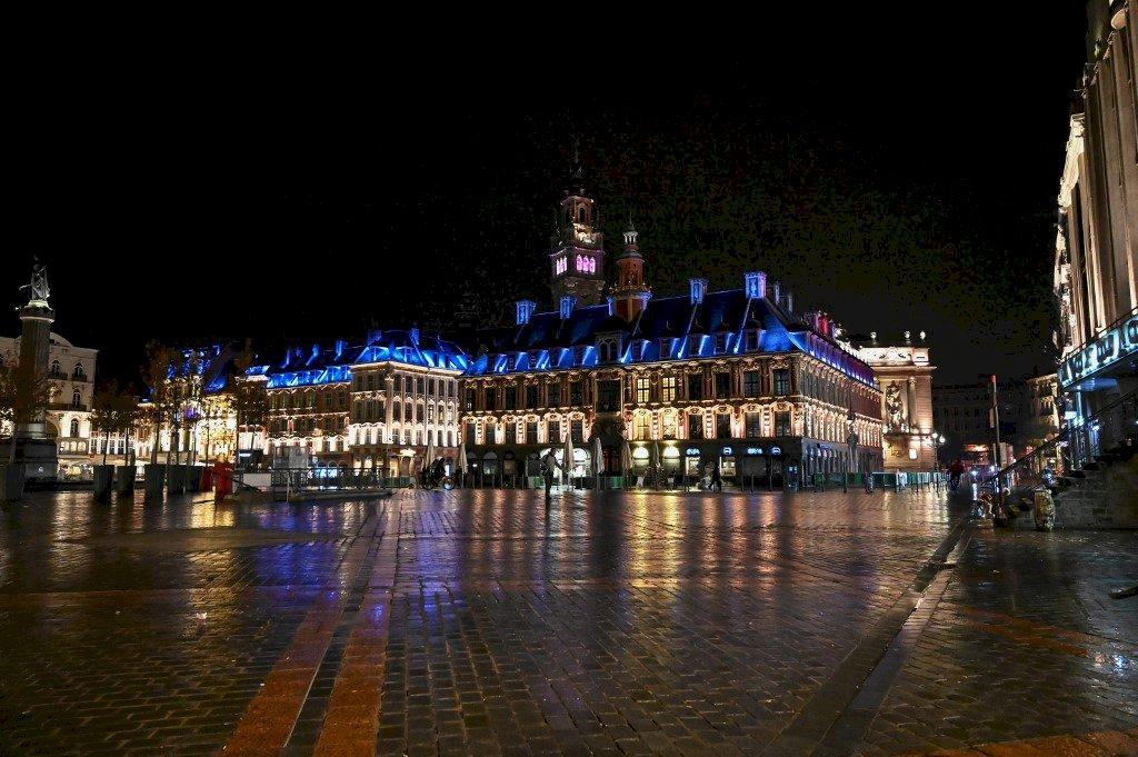 法國確診新增3萬2千人單日新高 巴黎等城市宵禁