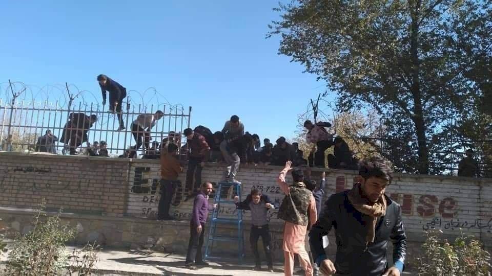 喀布爾大學驚傳暴徒與部隊交戰 已知6人受傷