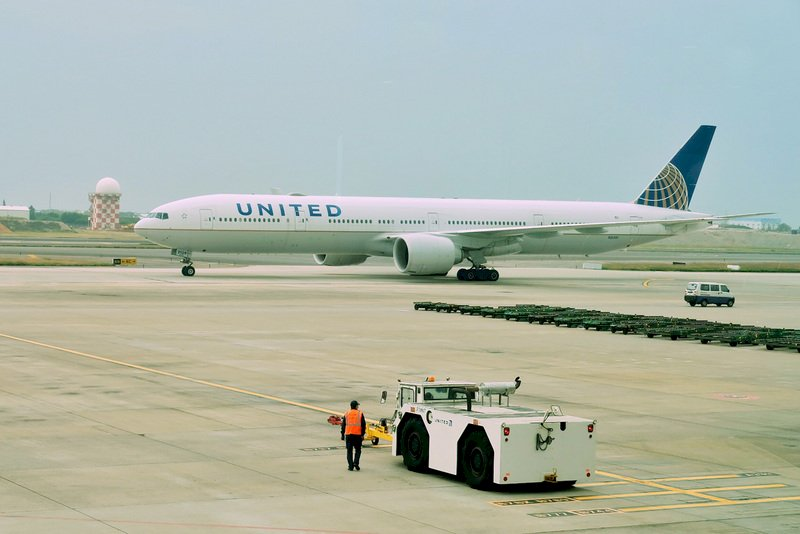 聯航飛機引擎空中故障驚魂 日本停飛同款波音777機型
