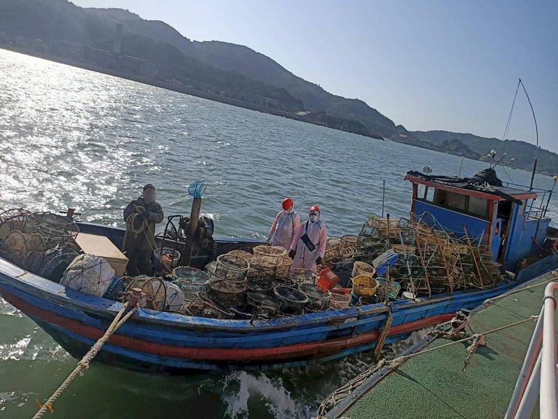 陸籍漁船非法越界 馬祖海巡登檢查扣