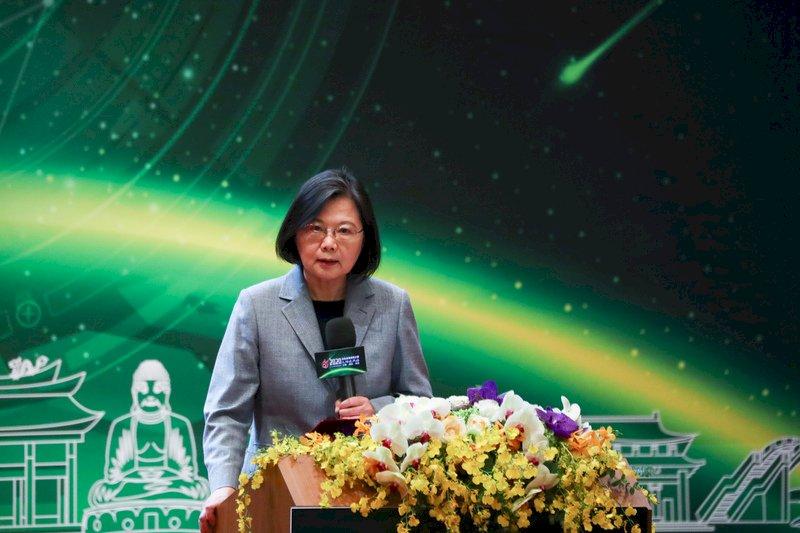 經濟成長冠四小龍 總統:台灣要搶占先機與關鍵地位