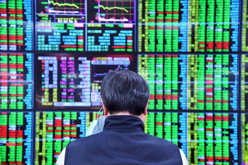台股創高後收跌41點 爆6424億元大量