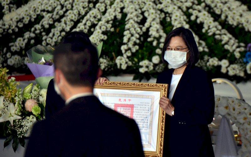 朱冠甍公祭  蔡總統勉國軍化悲傷為力量