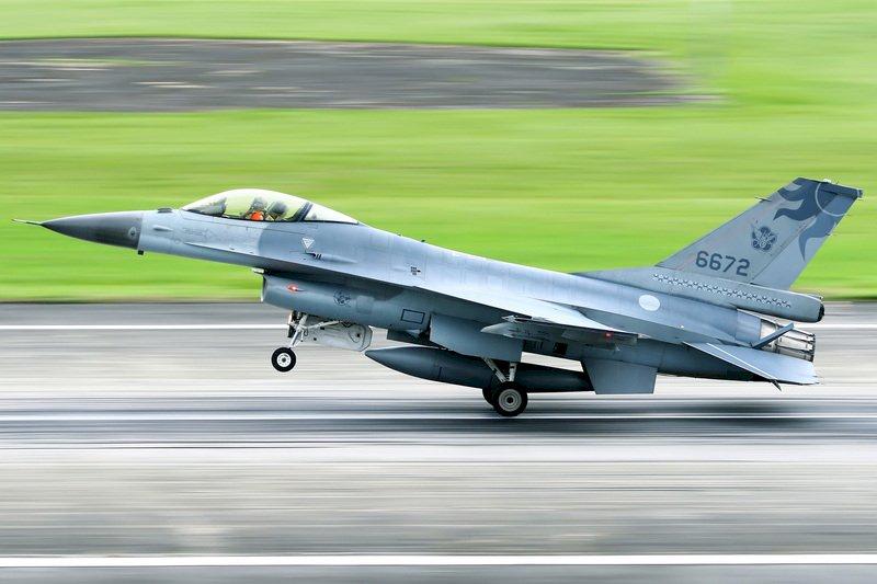 【更新】F-16失聯 海巡基隆艦馳援搜救、C-130將投照明彈協助
