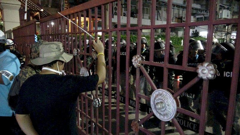 指控參與非法集會 泰國警方起訴2名學生領袖