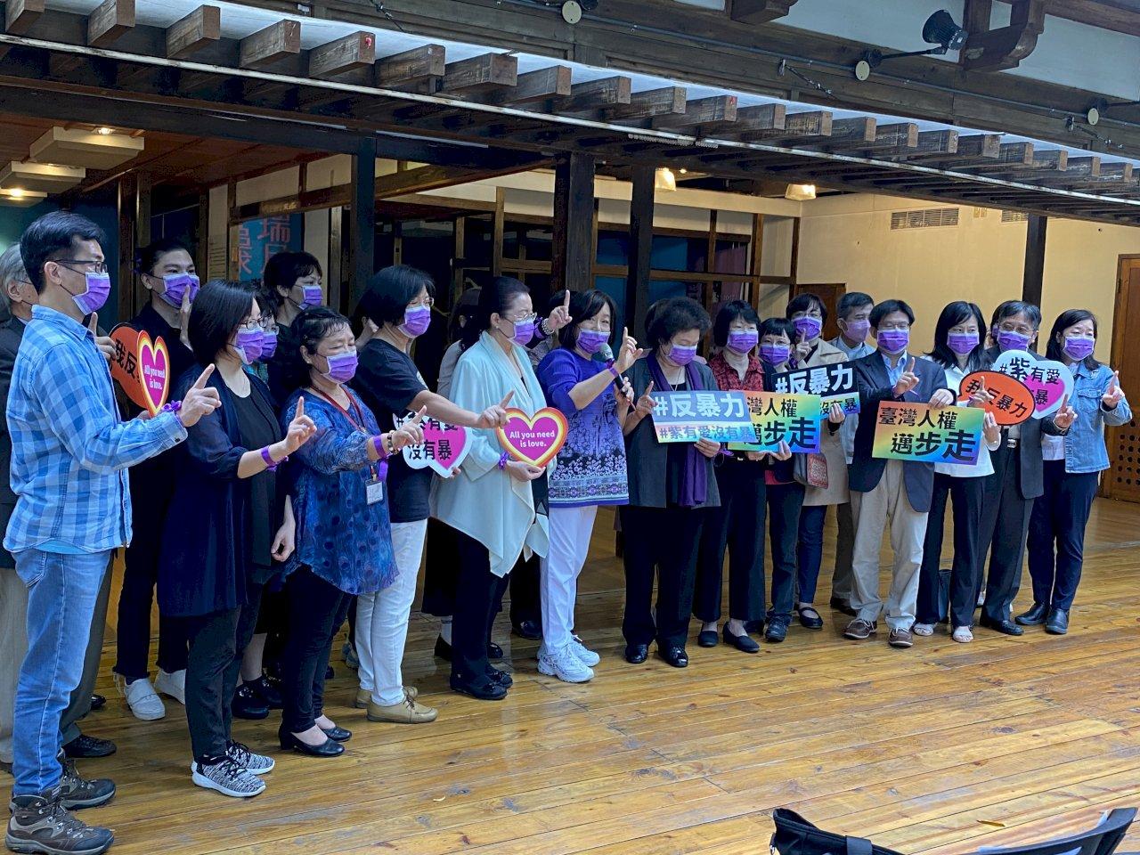 紀念「國際終止婦女受暴日」 陳菊:台灣自由民主得來不易