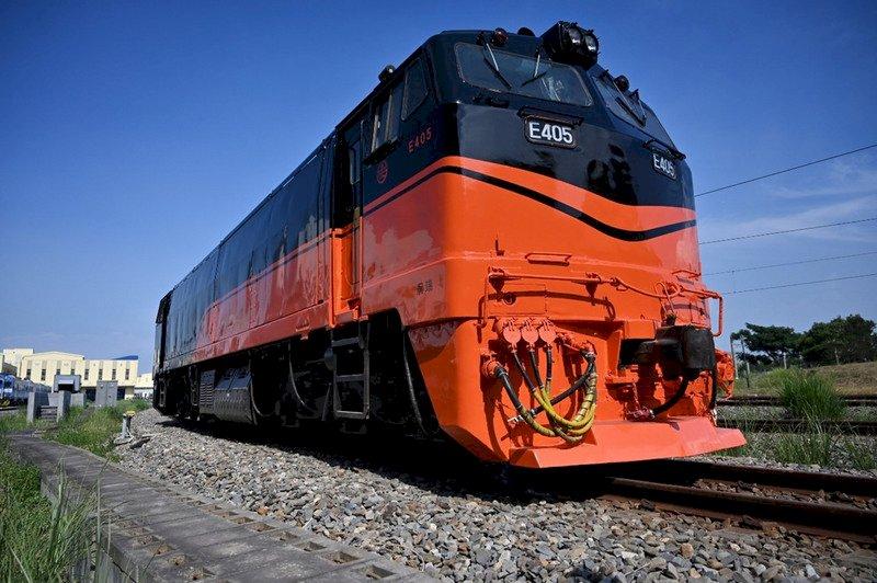鳴日號首航台東跨年迎曙光  傳說中到不了的車站