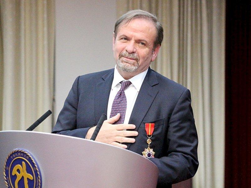 致力推動台歐關係 歐洲商會理事長獲頒睦誼外交獎章