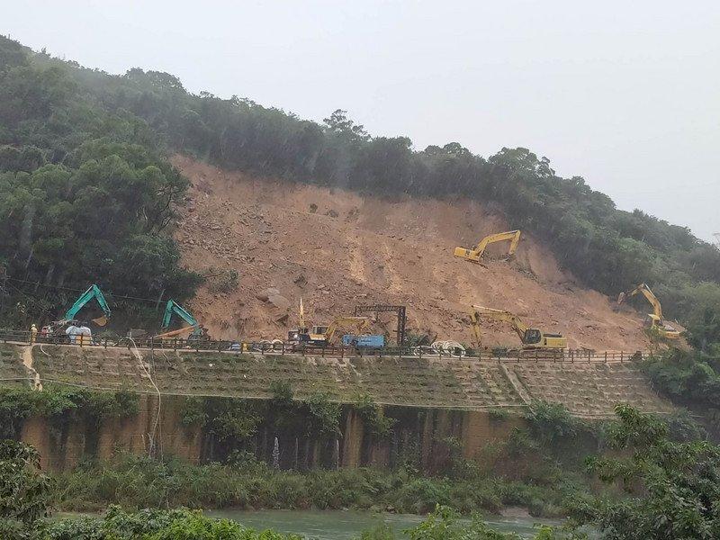 台鐵「猴硐-瑞芳」坍塌擴大 林佳龍:約需一周才能恢復通車