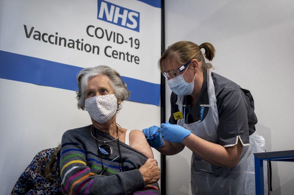 英國推進疫苗計畫 50歲以上5月前全施打