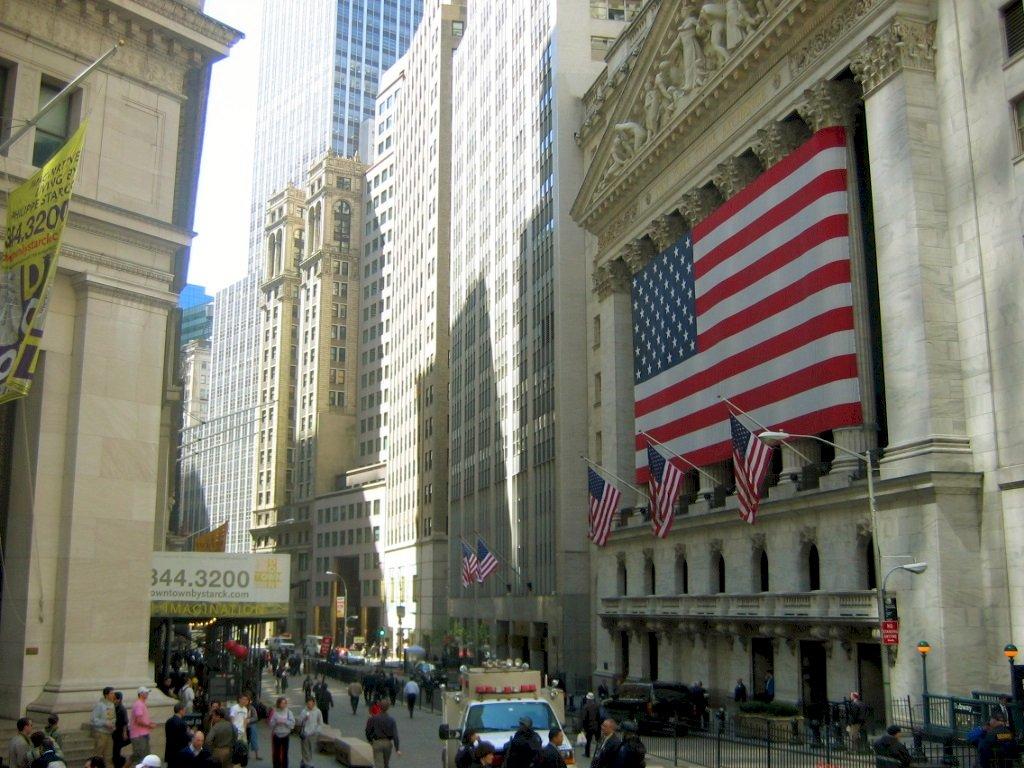 川普簽署外國公司問責法 嚴審中企在美上市
