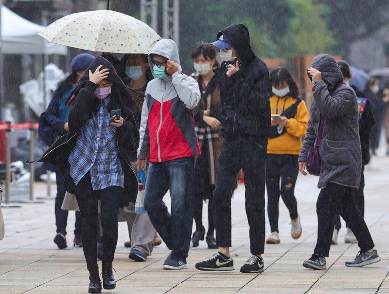 北台灣濕涼到周六 週日轉東風漸回暖