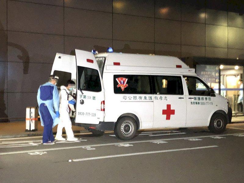 英國航班旅客1發燒、4有症狀 18人完成採檢