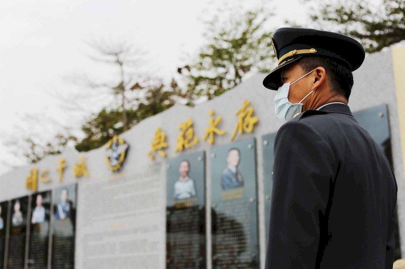 黑鷹事故週年 蔡總統臉書緬懷沈一鳴等7將士