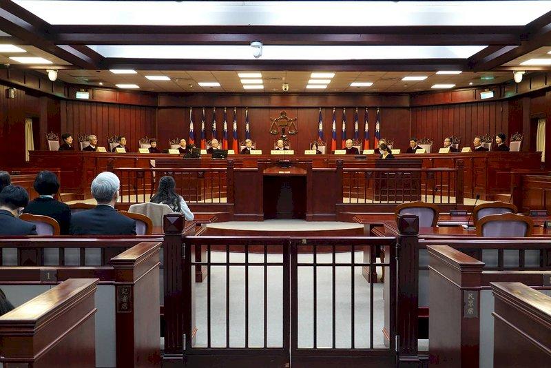 大法官宣告強制治療程序部分違憲 並警告須與刑罰明確區隔