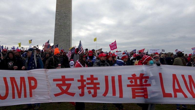 川普支持者湧入華府 不乏華裔現身力挺