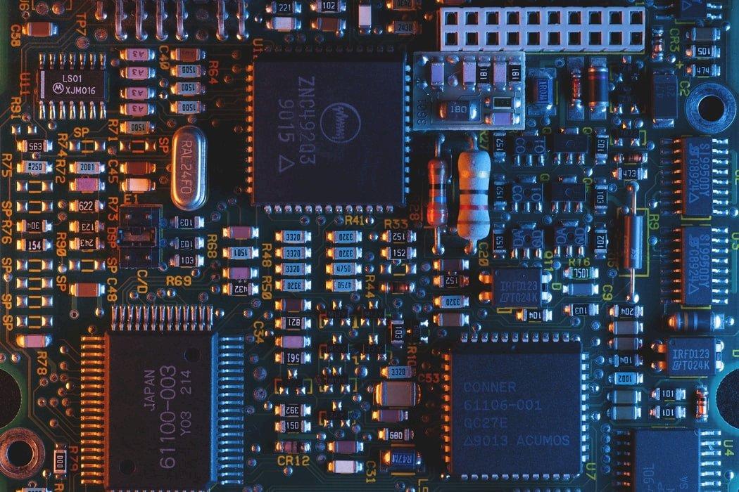 防超車!美AI國安會籲限制晶片技術流向中國 示警依賴台灣代工恐失半導體優勢