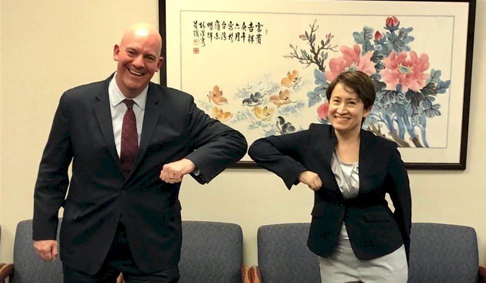 美台交往限制解除 美政軍局助卿與蕭美琴會晤