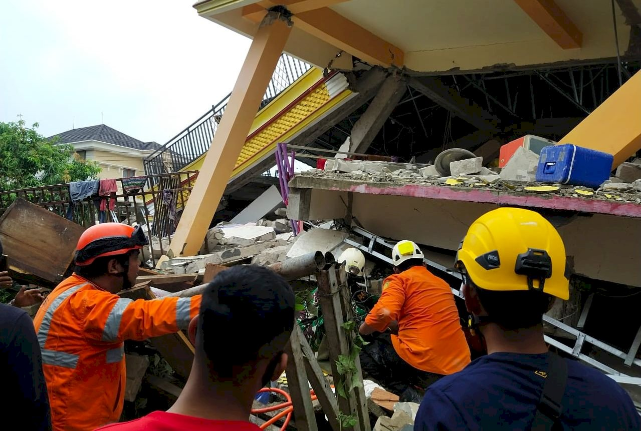 印尼蘇拉威西6.2強震 至少35人喪生當局警告餘震