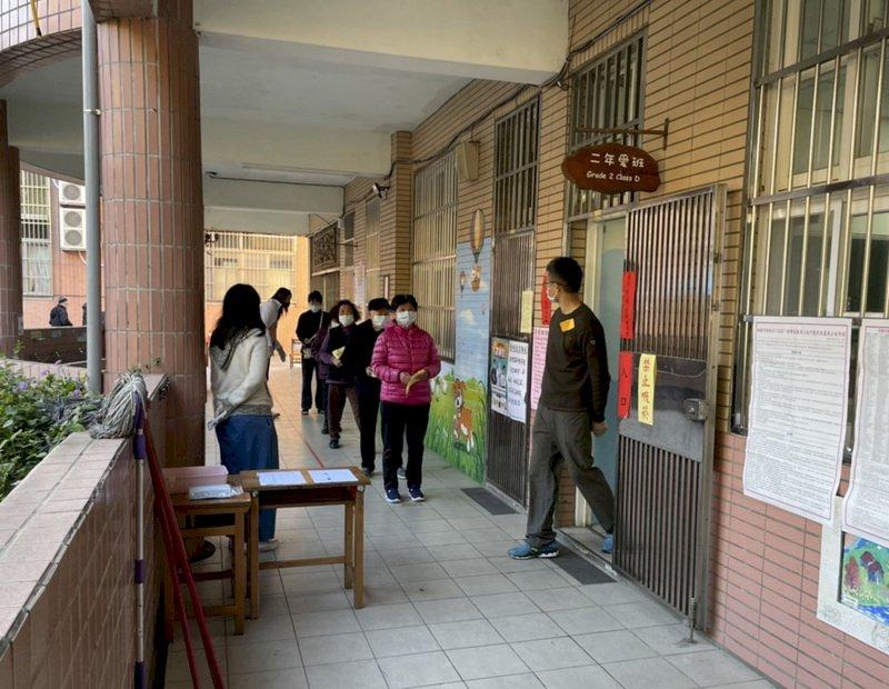 桃園市議員王浩宇罷免案 排隊投票秩序良好