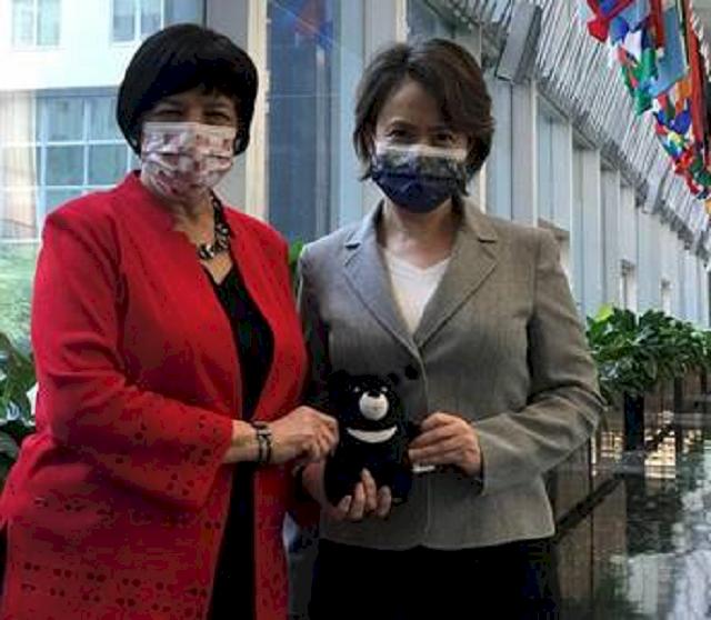 美國務院官員晤蕭美琴 台灣黑熊布偶同框湊熱鬧