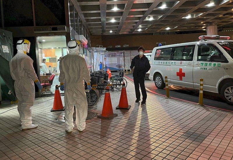 桃園某醫院群聚感染再添1例 指揮中心首度於院內前進指揮所