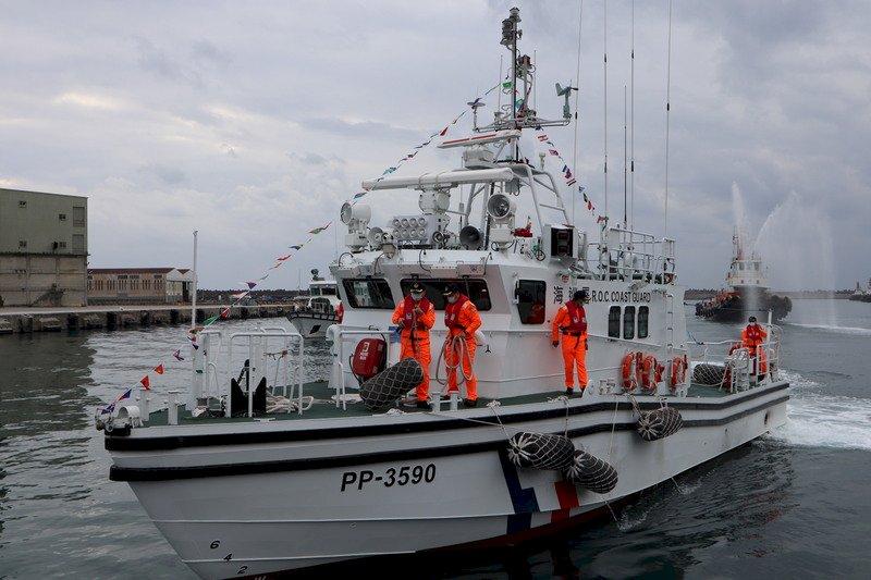 新造35噸級海巡防艇抵花蓮港 增在地執法能量