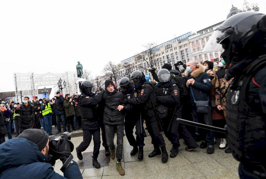 觀察組織:為納瓦尼上街示威 已有上萬人被捕