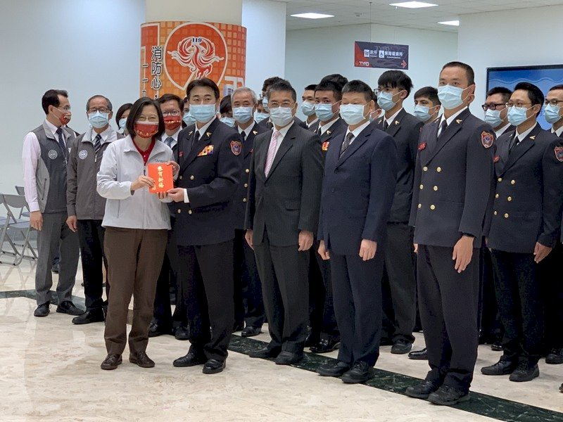 慰勉高鐵及消防局 總統感謝執勤同仁守護民眾平安