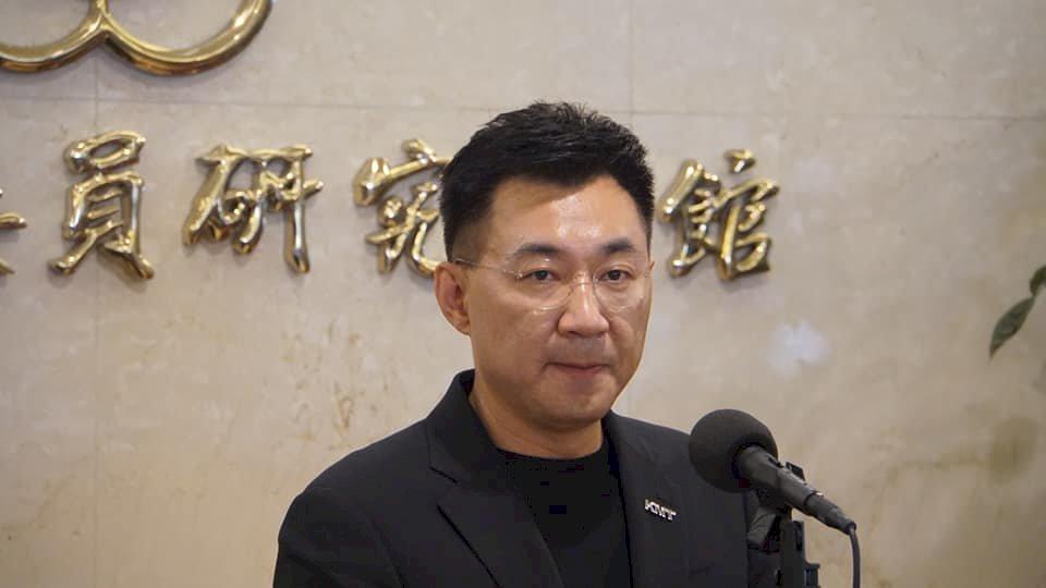 江啟臣宣布參選國民黨主席 朱立倫表肯定 張亞中質疑「王」在哪裡