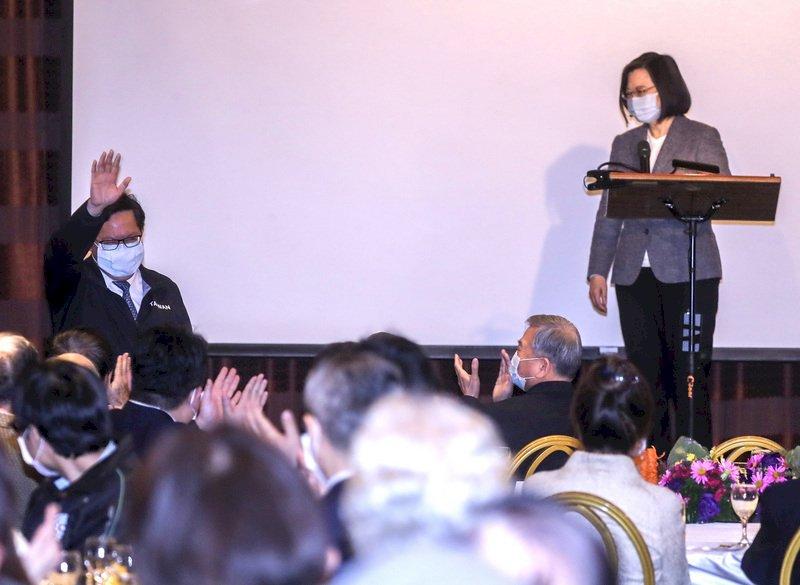 總統讚鄭文燦穩健處理部桃事件 陳時中讓人驕傲