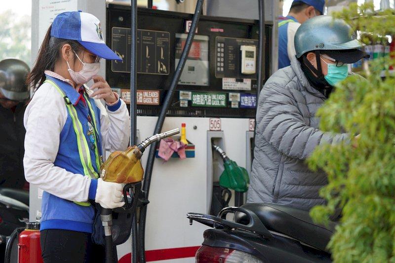 國際油價狂飆 下週汽油價本該漲2元、中油吸收後只漲0.3元