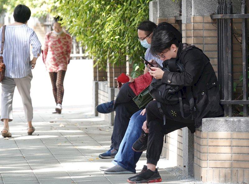 3月季調後失業率3.72% 創13個月來新低